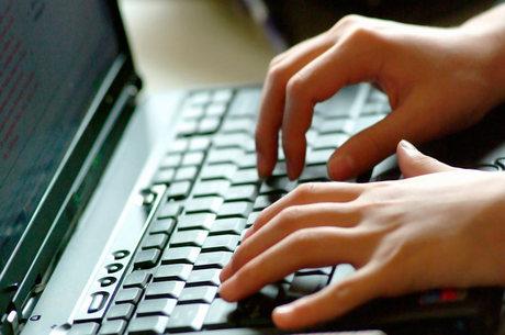 Segundo órgão de defesa do consumidor, é melhor fazer uma denúncia contra a empresa antes de usar as redes sociais