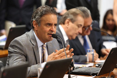 Aécio Neves lidera corrida à Presidência, aponta levantamento