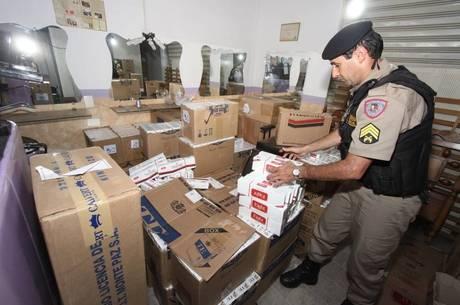 Maior parte dos entrevistados diz que governo tem responsabilidade pelo aumento de cigarros paraguaios contrabandeados