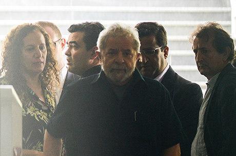 Delegado disse que chegou até a casa de Lula às 6h