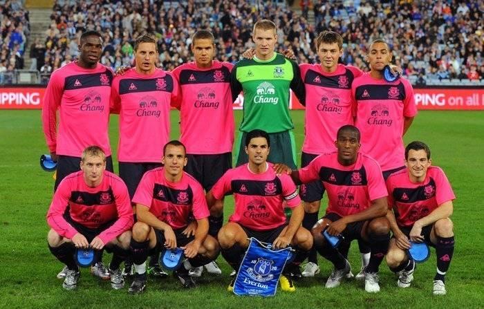 a6a3907e8468f O futebol do  Até mesmo no tradicional futebol inglês o uniforme rosa  ganhou espaço.