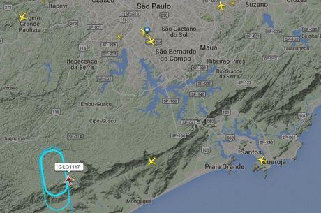 Imagem de radar mostra avião orbitando durante temporal, enquanto espera autorização para pousar em Congonhas