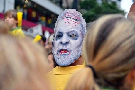 urandir   Manifestantes da Paulista acreditam na prisão de Lula e esperam renúncia de Dilma