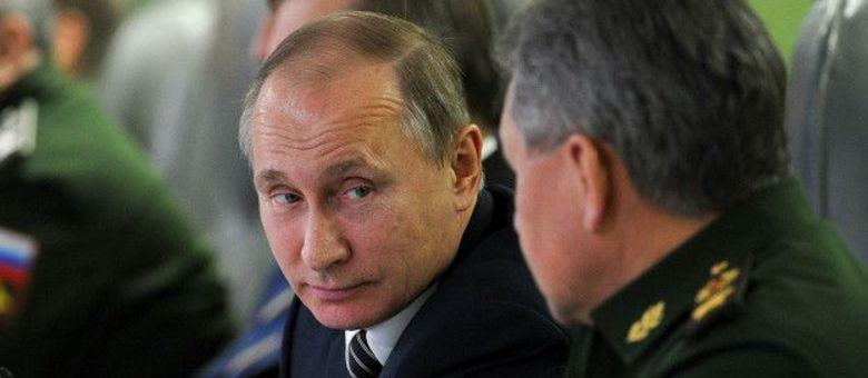 O presidente russo se reuniu com comandantes militares e fez o surpreendente anúncio nesta segunda-feira