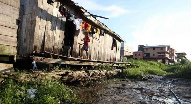 O saneamento básico é uma necessidade nas favelas em todo o país