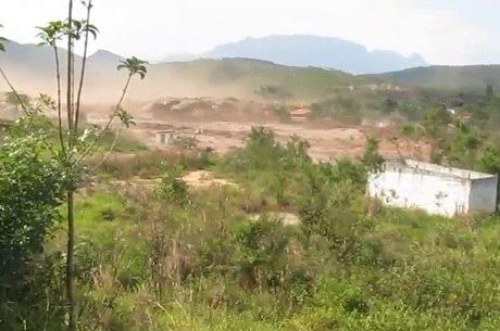 Mar de lama arrasta tudo pelo caminho ao devastar distrito