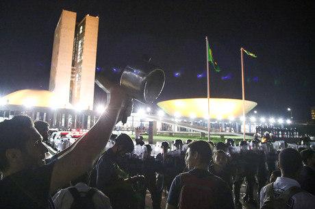 OS FINS E OS MEIOS: os manifestantes contrários ao governo federal pedem a saída de Dilma por causa da Lava Jato; já o processo de impeachment se baseia no suposto crime de responsabilidade fiscal