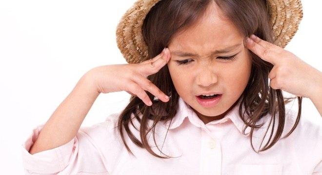 Crianças podem ter crises de enxaqueca desencadeadas por ansiedade e estresse