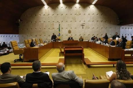 Teori Zavascki explicou que o STF decidirá se o processo deve ficar com o Supremo ou com o juiz Sérgio Moro