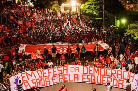 Manifestantes estão marchando até a Rede Globo