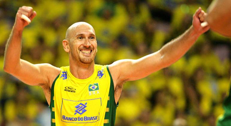 """Atleta afirmou que é preciso rever """"todo o processo"""" no vôlei brasileiro"""
