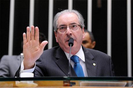 """Eduardo Cunha afirma que os ministros que se recusaram a deixar os cargos """"não têm muita identidade com o PMDB"""""""