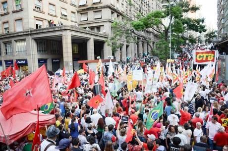 Ato em Porto Alegre pró-Dilma Rousseff