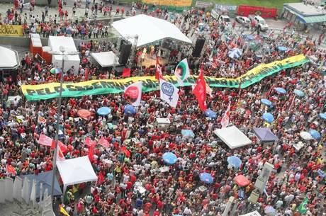 No Rio, ato reúne manifestantes no Largo da Carioca