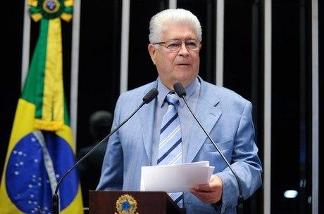 Senador Roberto Requião (PMDB-PR) acusa Casa Civil e Diretoria do Senado de pressionar colegas para retirar assinaturas de recurso