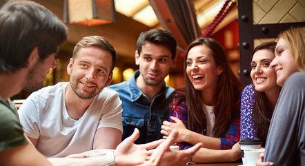 Muitos jovens estão deixando de lado as relações virtuais e valorizando mais as relações reais