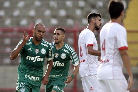 Alecsandro marcou o primeiro gol do Palmeiras contra o Mogi