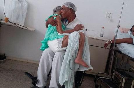 Na legenda da foto, que foi divulgada no dia 15 deste mês, a mulher conta que havia ido visitar uma amiga na unidade hospitalar