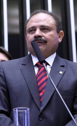 Waldir Maranhão (foto) demitiu hoje o secretário-geral da Mesa da Câmara