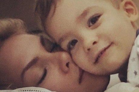 6ef09ad926342 Ana Hickmann encanta internautas com foto do filho