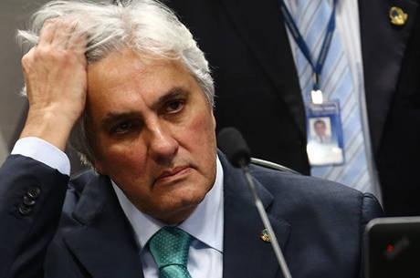Delcídio é acusado de corrupção e lavagem de dinheiro