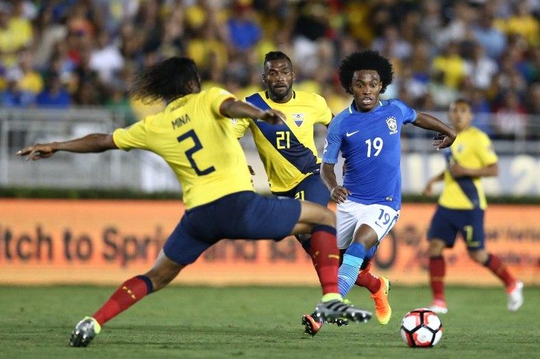 Técnico do Equador reclama de gol anulado e culpa árbitro por empate com o Brasil