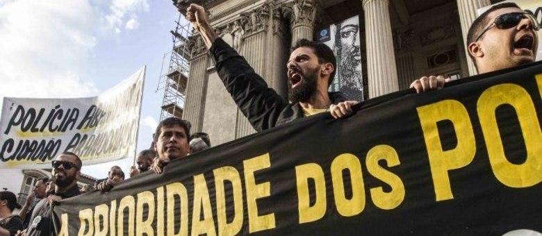Delegados protestaram no centro do Rio nesta segunda (27) contra o atraso nos salários e más condições de trabalho