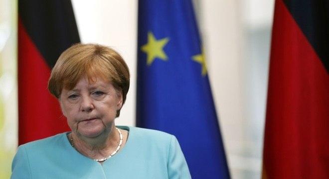 A chanceler alemã, Angela Merkel, se reuniu com o presidente francês, François Hollande