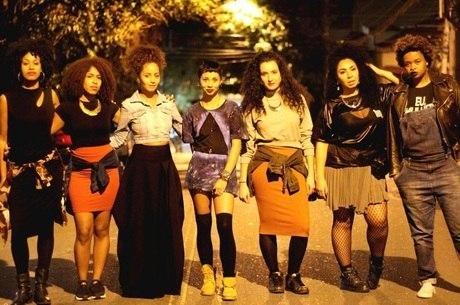 Stefanie, Drik Barbosa, Tatiana Bispo, Alt Niss, Mayra Maldjian, Karol de Souza e Tássia Reis formam o grupo Rimas & Melodias