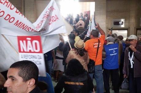 Os aposentados decidiram ocupar a sede do INSS em São Paulo