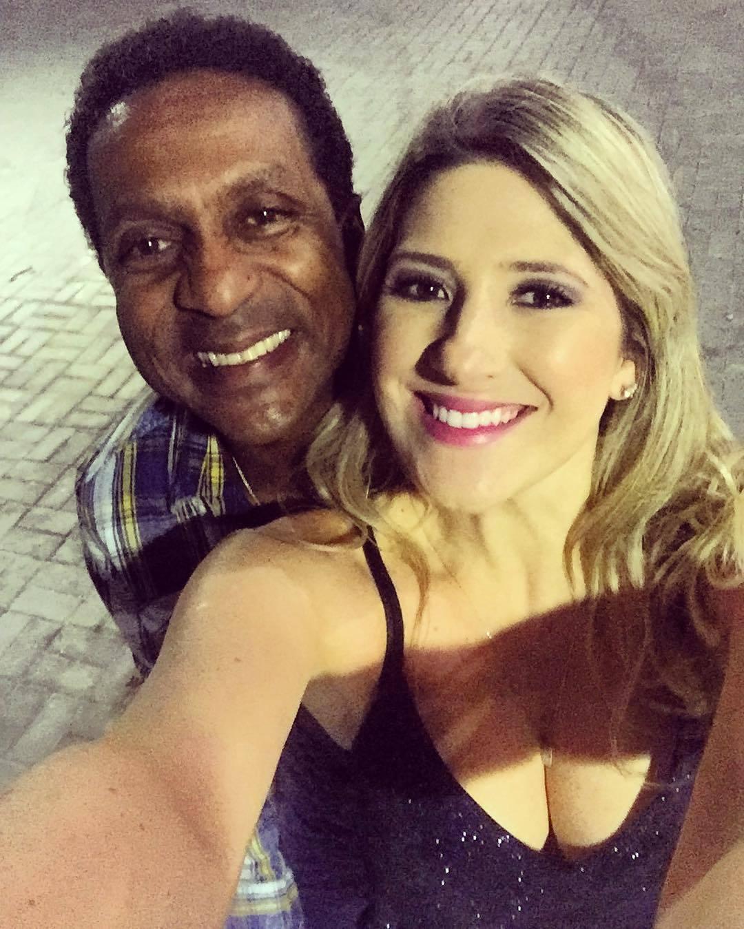 Sorridente, Dani Calabresa retorna às redes sociais após flagra de Marcelo Adnet com estilista goiana