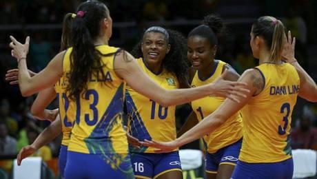a2ba61894 Meninas do vôlei passeiam contra a Argentina e vencem a segunda na Rio 2016