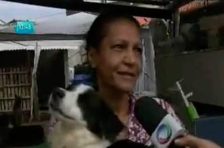 Dulce Santana largou a contabilidade e, atualmente, abriga mais de 70 cachorros