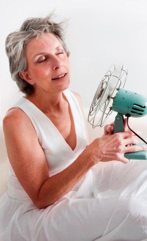 A reposição hormonal trata os sintomas comuns do climatério, como os fogachos