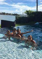 Curtição na piscina
