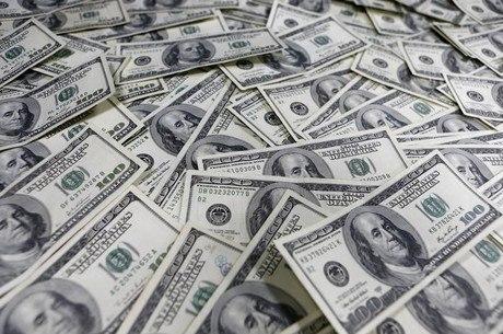 Dólar oscilou entre R$ 5,51 e R$ 5,61 na sessão