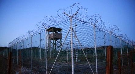 AI pede que Biden feche prisão em Guantánamo