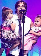 No palco com o pai, Leandro