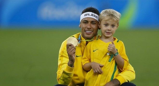 Neymar terá um tempinho extra para curtir ao lado do filhão Davi Lucca 79acabcbbf265