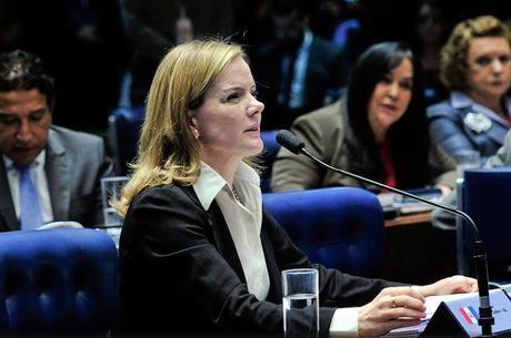 Ataídes Oliveira diz que Gleisi usa a comissão para manipular a opinião pública.