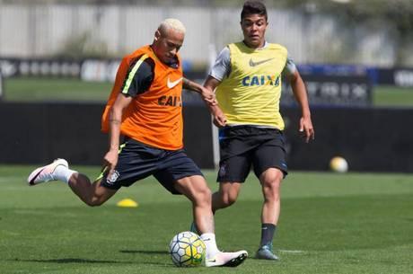 74a11662ab4d Depois de vestir camisa do Timão, Neymar treina em CT do Corinthians ...