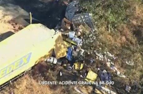 Uma das carretas pegou fogo matando o motorista