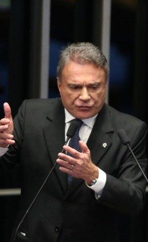 Àlvaro Dias lidera no Paraná