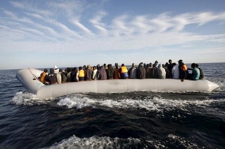 Cerca de 105 mil imigrantes chegaram à Itália em botes em 2016