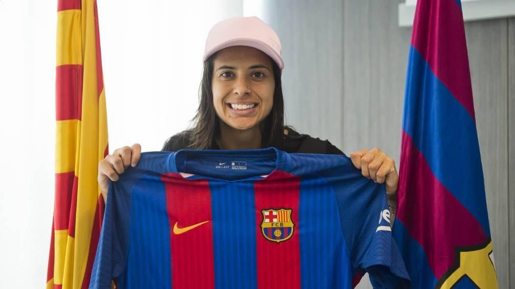 Destaque da seleção brasileira feminina é contratada pelo Barcelona