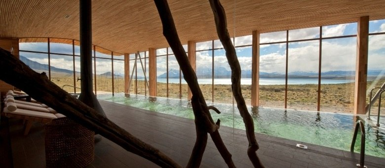 Piscina do Tierra Patagônia Hotel e Spa tem vista para o Parque Nacional Torres del Paine