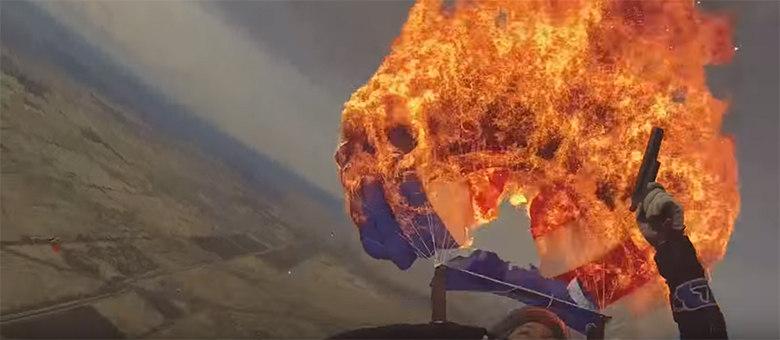 Paraquedista Mete Fogo No Próprio Paraquedas Em Pleno Voo