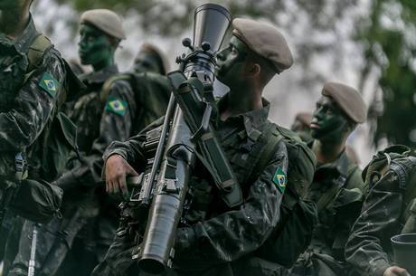 Efetivo das Forças Armadas deve ser reduzido