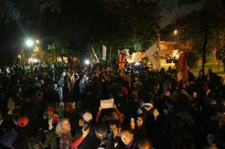 Manifestantes nos arredores da casa de Michel Temer em SP