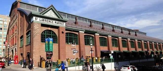 Construído em 1850, o St. Lawrence Market é o mercadão imperdível em Toronto, com comidinhas frescas